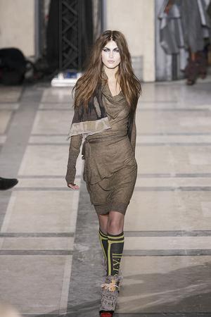 Показ Vivienne Westwood коллекции сезона Осень-зима 2009-2010 года prêt-à-porter - www.elle.ru - Подиум - фото 100120