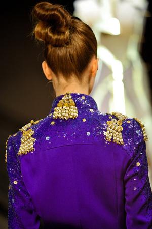 Показ Atelier Gustavo Lins коллекции сезона Весна-лето 2013 года Haute couture - www.elle.ru - Подиум - фото 480216