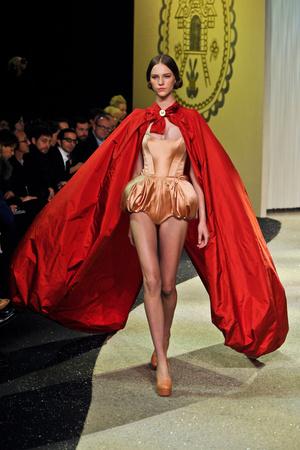 Показ Ulyana Sergeenko коллекции сезона Весна-лето 2013 года Haute couture - www.elle.ru - Подиум - фото 479056