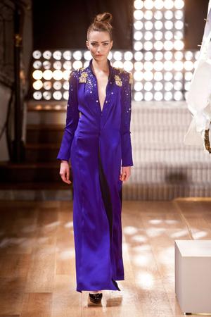 Показ Atelier Gustavo Lins коллекции сезона Весна-лето 2013 года haute couture - www.elle.ru - Подиум - фото 479482