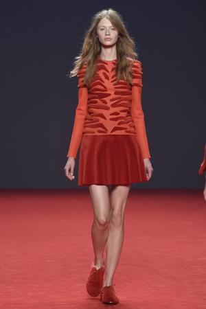 Показ Viktor & Rolf коллекции сезона Осень-зима 2014-2015 года Haute couture - www.elle.ru - Подиум - фото 585183