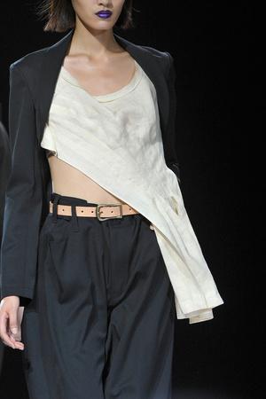 Показ Yohji Yamamoto коллекции сезона Весна-лето 2012 года Prêt-à-porter - www.elle.ru - Подиум - фото 317031