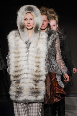 Показ Bensoni коллекции сезона Осень-зима 2011-2012 года Prêt-à-porter - www.elle.ru - Подиум - фото 227745