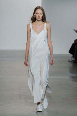 Показ Calvin Klein Collection коллекции сезона Весна-лето  2016 года prêt-à-porter - www.elle.ru - Подиум - фото 598713