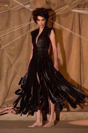 Показ Franck Sorbier коллекции сезона Весна-лето 2013 года Haute couture - www.elle.ru - Подиум - фото 480426