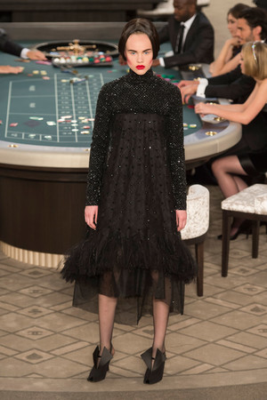 Показ Chanel коллекции сезона Осень-зима 2015-2016 года Haute couture - www.elle.ru - Подиум - фото 597086