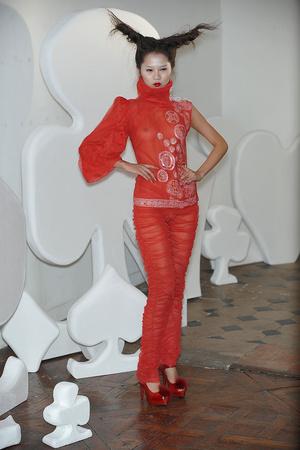 Показ On Aura Tout Vu коллекции сезона Весна-лето 2010 года haute couture - www.elle.ru - Подиум - фото 138771