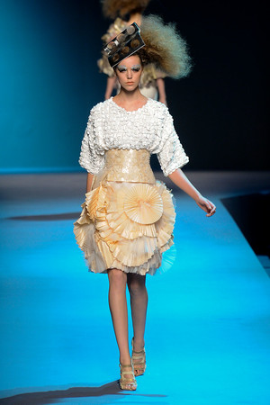Показ Christian Dior коллекции сезона Осень-зима 2011-2012 года Haute couture - www.elle.ru - Подиум - фото 277105