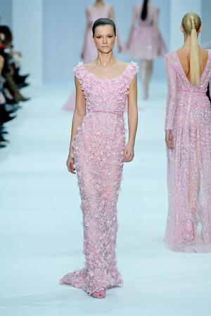 Показ Elie Saab коллекции сезона Весна-лето 2012 года haute couture - www.elle.ru - Подиум - фото 332670