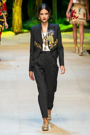 Показ Dolce & Gabbana коллекции сезона Весна-лето  2017 года Prêt-à-porter - www.elle.ru - Подиум - фото 610615