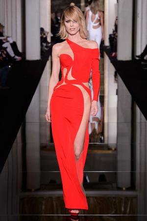 Показ Versace Haute Couture коллекции сезона Весна-лето 2015 года haute couture - www.elle.ru - Подиум - фото 592884