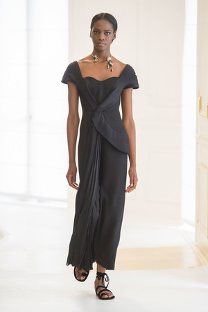Показ Christian Dior коллекции сезона Осень-зима 2016-2017 года Haute couture - www.elle.ru - Подиум - фото 607084