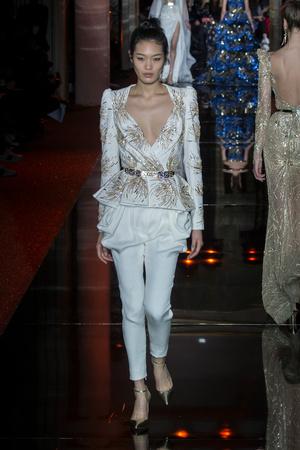 Показ Zuhair Murad коллекции сезона Весна-лето  2017 года haute couture - www.elle.ru - Подиум - фото 616728
