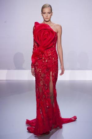 Показ Ralph & Russo коллекции сезона Весна-лето 2014 года Haute couture - www.elle.ru - Подиум - фото 575438