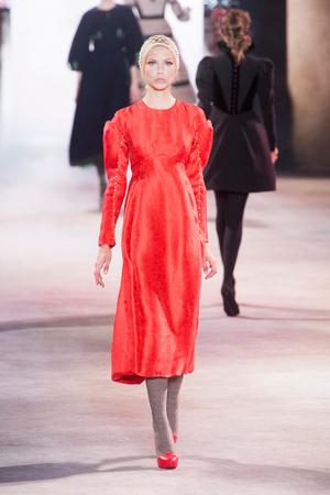Показ Ulyana Sergeenko коллекции сезона Осень-зима 2013-2014 года Haute couture - www.elle.ru - Подиум - фото 556278