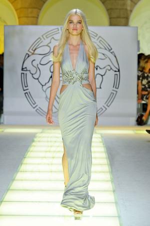 Показ Versace коллекции сезона Весна-лето 2012 года prêt-à-porter - www.elle.ru - Подиум - фото 303411