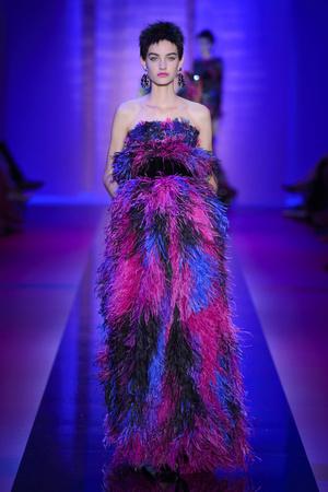 Показ Armani Privé  коллекции сезона Осень-зима 2015-2016 года Haute couture - www.elle.ru - Подиум - фото 597021