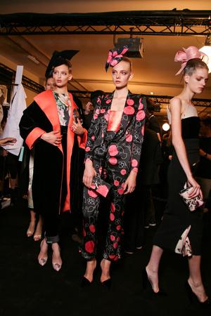 Показ Giorgio Armani Privé коллекции сезона Осень-зима 2011-2012 года haute couture - www.elle.ru - Подиум - фото 278182
