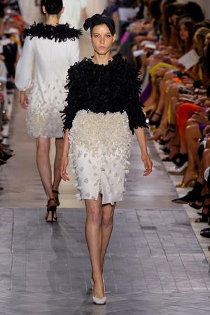 Показ Giambattista Valli коллекции сезона Осень-зима 2011-2012 года Haute couture - www.elle.ru - Подиум - фото 277055