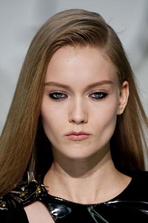 Показ Versace коллекции сезона Осень-зима 2013-2014 года Prêt-à-porter - www.elle.ru - Подиум - фото 523226