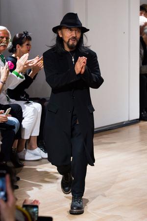 Показ Yohji Yamamoto коллекции сезона Весна-лето 2015 года prêt-à-porter - www.elle.ru - Подиум - фото 592248