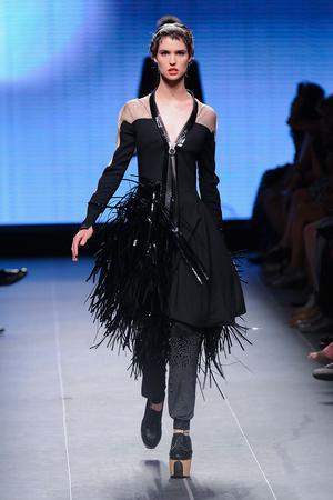 Показ Julien Fournie коллекции сезона Осень-зима 2011-2012 года Haute couture - www.elle.ru - Подиум - фото 278574