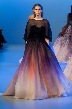 Показ Elie Saab коллекции сезона Весна-лето 2014 года Haute couture - www.elle.ru - Подиум - фото 575149