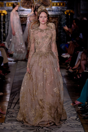 Показ Valentino коллекции сезона Осень-зима 2011-2012 года haute couture - www.elle.ru - Подиум - фото 278537