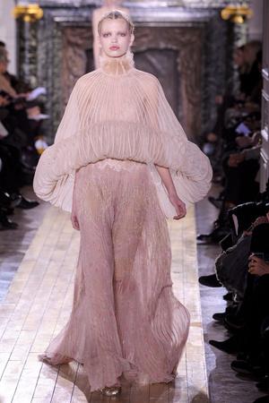 Показ Valentino коллекции сезона Весна-лето 2011 года Haute couture - www.elle.ru - Подиум - фото 217292