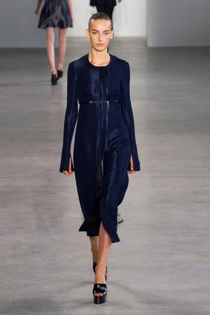 Показ Calvin Klein Collection коллекции сезона Весна-лето 2015 года Prêt-à-porter - www.elle.ru - Подиум - фото 587189