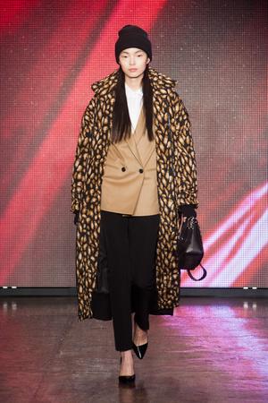 Показ DKNY коллекции сезона Осень-зима 2013-2014 года Prêt-à-porter - www.elle.ru - Подиум - фото 488052