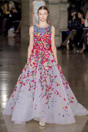 Показ Georges Hobeika коллекции сезона Весна-лето  2017 года Haute couture - www.elle.ru - Подиум - фото 616312