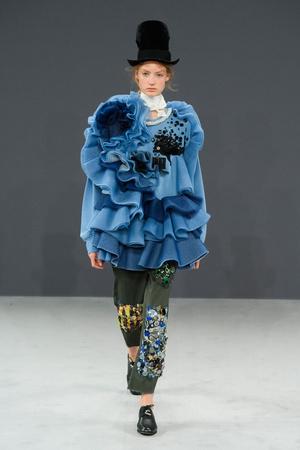 Показ Viktor & Rolf коллекции сезона Осень-зима 2016-2017 года haute couture - www.elle.ru - Подиум - фото 607424