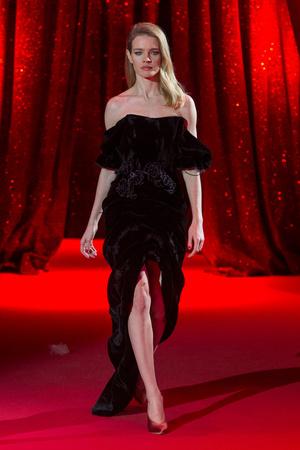 Показ Ulyana Sergeenko коллекции сезона Весна-лето  2017 года haute couture - www.elle.ru - Подиум - фото 616864