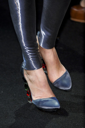 Показ Giorgio Armani Privé коллекции сезона Весна-лето 2011 года Haute couture - www.elle.ru - Подиум - фото 215608