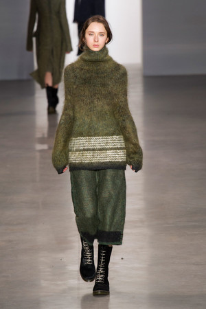 Показ Calvin Klein Collection коллекции сезона Осень-зима 2014-2015 года Prêt-à-porter - www.elle.ru - Подиум - фото 578024