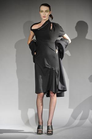 Показ Atelier Gustavo Lins коллекции сезона Весна-лето 2011 года haute couture - www.elle.ru - Подиум - фото 216134