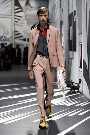 Показ Prada коллекции сезона Весна-лето 2018 года Men prêt-à-porter - www.elle.ru - Подиум - фото 622767