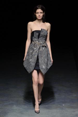 Показ Yiqing Yin коллекции сезона Весна-лето 2014 года haute couture - www.elle.ru - Подиум - фото 575309