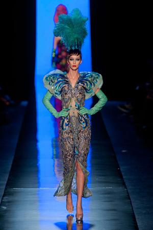 Показ Jean Paul Gaultier коллекции сезона Весна-лето 2014 года haute couture - www.elle.ru - Подиум - фото 575198