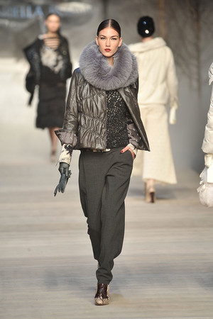 Показ Mariella Burani коллекции сезона Осень-зима 2009-2010 года Prêt-à-porter - www.elle.ru - Подиум - фото 96356
