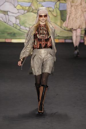 Показ Anna Sui коллекции сезона Осень-зима 2010-2011 года prêt-à-porter - www.elle.ru - Подиум - фото 146714