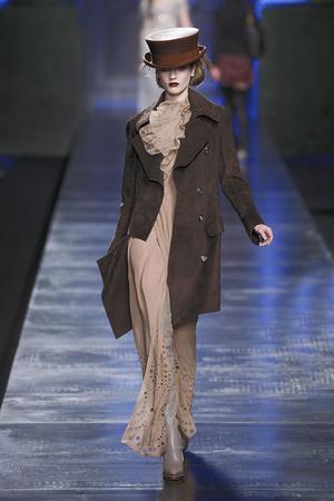 Показ Christian Dior коллекции сезона Осень-зима 2010-2011 года Prêt-à-porter - www.elle.ru - Подиум - фото 155672