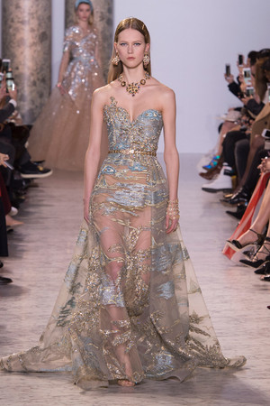 Показ Elie Saab коллекции сезона Весна-лето  2017 года Haute couture - www.elle.ru - Подиум - фото 616596