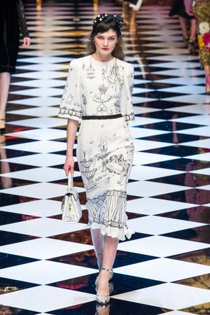 Показ Dolce & Gabbana коллекции сезона Осень-зима 2016-2017 года prêt-à-porter - www.elle.ru - Подиум - фото 605414