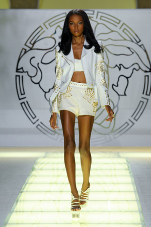 Показ Versace коллекции сезона Весна-лето 2012 года prêt-à-porter - www.elle.ru - Подиум - фото 303420