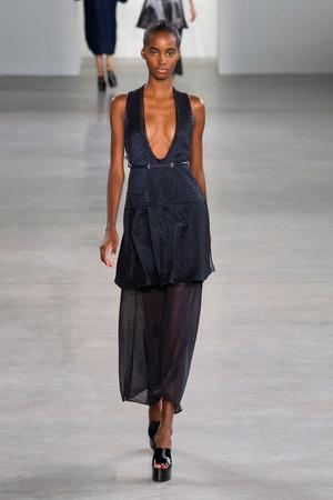 Показ Calvin Klein Collection коллекции сезона Весна-лето 2015 года Prêt-à-porter - www.elle.ru - Подиум - фото 587191