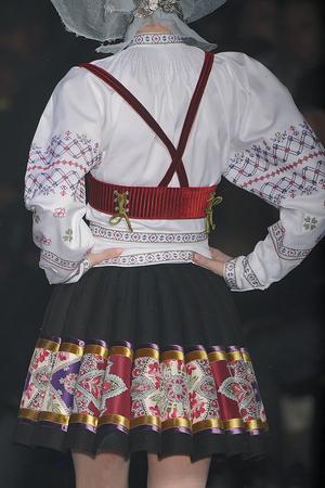 Показ John Galliano коллекции сезона Осень-зима 2009-2010 года Prêt-à-porter - www.elle.ru - Подиум - фото 99060