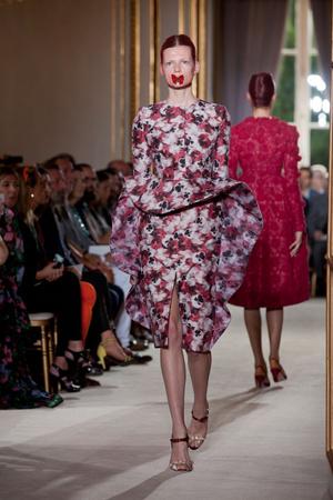 Показ Giambattista Valli коллекции сезона Осень-зима 2012-2013 года haute couture - www.elle.ru - Подиум - фото 403402
