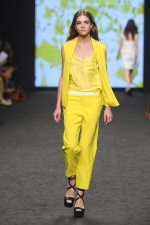 Показ CNC Costume National коллекции сезона Весна-лето 2012 года prêt-à-porter - www.elle.ru - Подиум - фото 303040